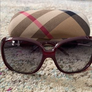 Burberry sunglasses B4068